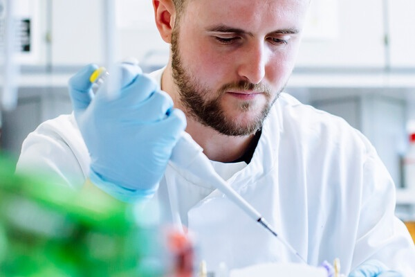 male biology student working in the lab