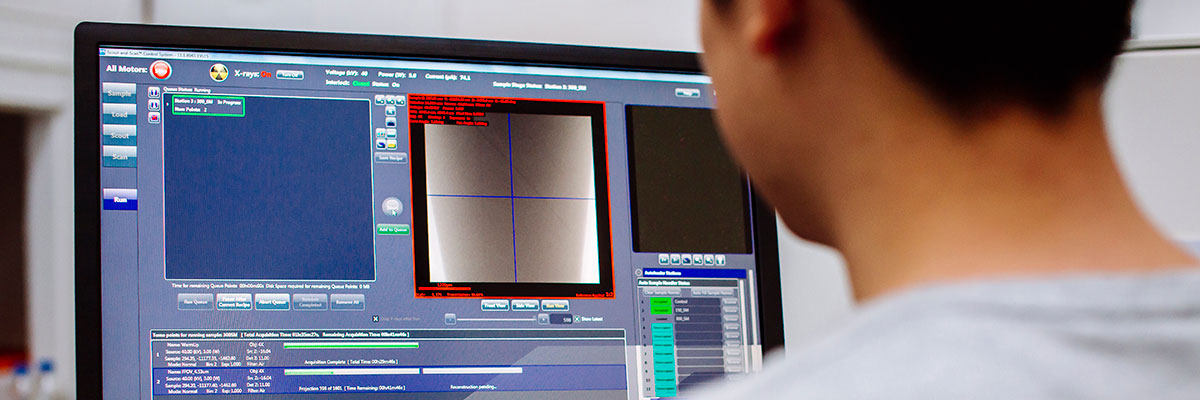 Applied computing learning at work student using digital microscopy software