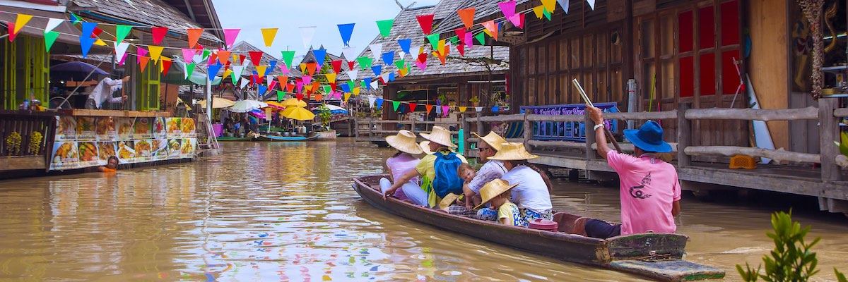 Travel and shopping in Pattaya Floating Market, Thailand