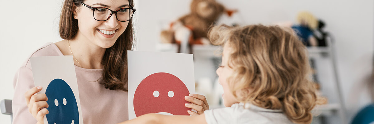 psychologist working with a child's mental health