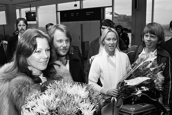 The band ABBA holding flowers