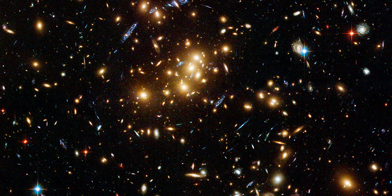 Rich galaxy cluster imaged by Hubble