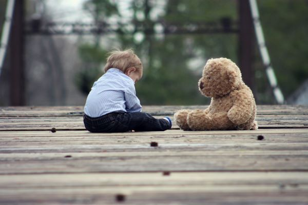 Child and Teddy 600x400