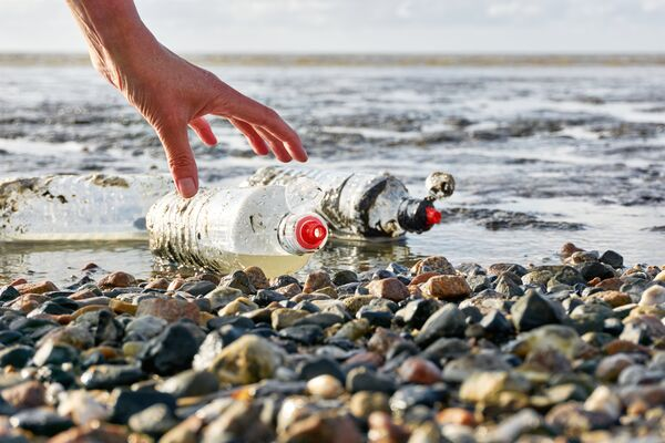 plastic bottles on beach 600x400